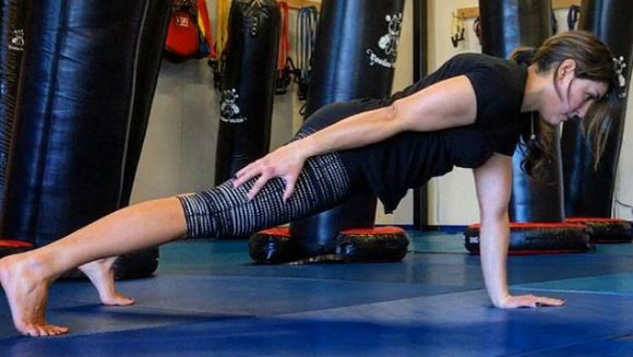 Placement of the Free Hand in the One-arm Push-up