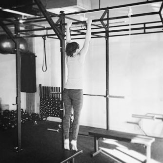 Amanda Perry performing the Fighter Pullup Program