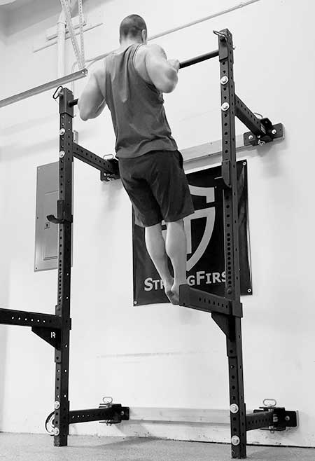 Mike Torres performing the pullup