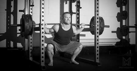 Man heavy back squat